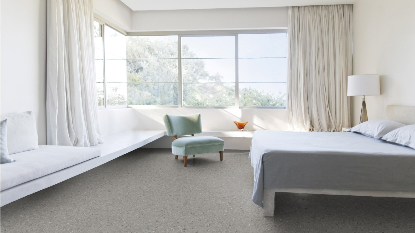 Homogeneous Flooring in bedroom
